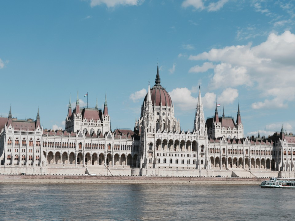 Budapest-Parlament-Sightseeing-Sehenswürdigkeit-Nacht-Schloss-Donau