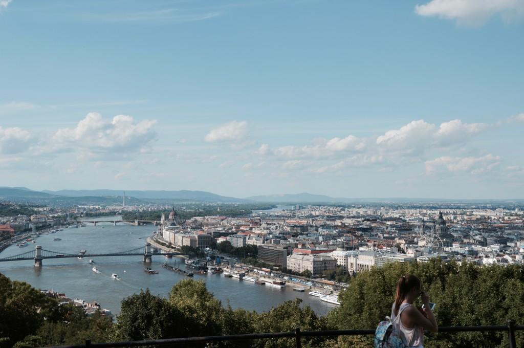 Ausblick über Budapest blog travel lifestyle sightseeing