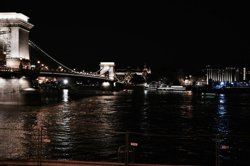 Budapest at night nachts bilder Langzeitbelichtung Brücke