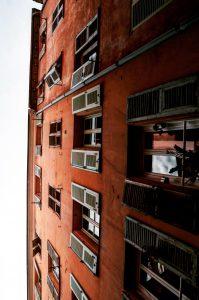 Nizza Hausfasade Stadt Sightseeing Mittelmeer Reisebericht Reisen Blog