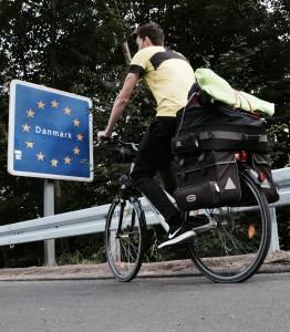 Fahrradtour Gepäck Gepäckträger Fahrradtaschen voll beladen 2 Wochen mehrtägige Fahrradtour dänemark grenze